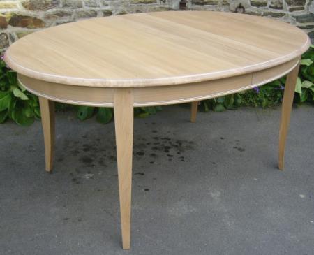 Table ovale pour 8 personnes for Cuisine ovale